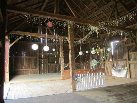 Springdale Farm: 1st barn interior...awesome!