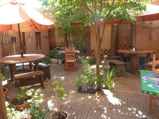 La Dona Luz Inn, An Historic Bed & Breakfast: Pretty courtyard