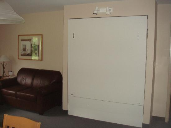Jordan Hotel and Conference Center: Murphy Bed