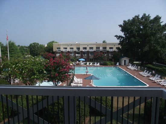 Fredericksburg Hospitality House and Conf Center: pool view from 3rd floor balcony
