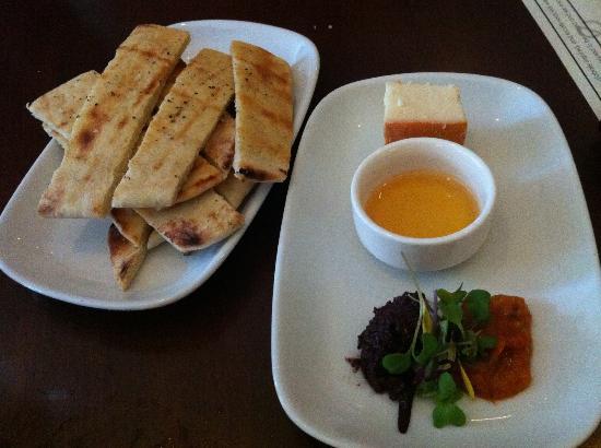 Level - a small plates lounge: Cabra La Mancha Cheese & Flatbread