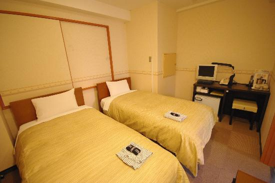 Oak Hotel: twin room