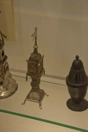 South African Jewish Museum: Jewish artifacts