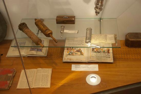 Museo ebreo nazionale sudafricano: Articles on display