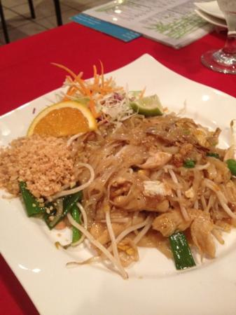 Ketana Thai Restaurant & Sushi Bar: Pad Thai $9.95