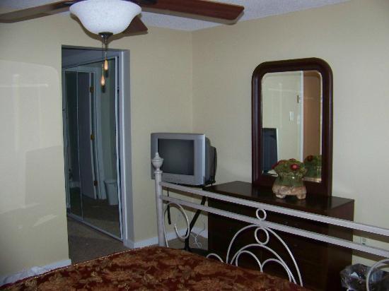 Wintergreen Resort: Master bedroom into ensuite bath