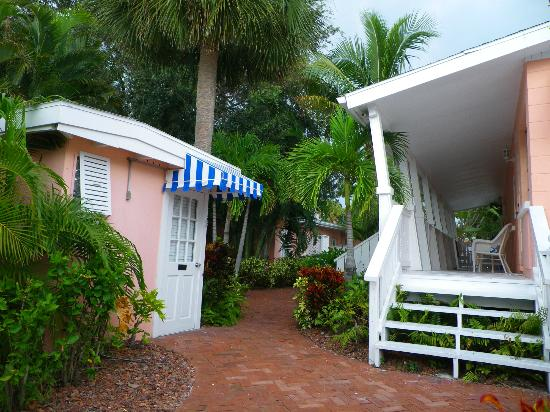 Siesta Key Bungalows: Office and steps to Mermaid