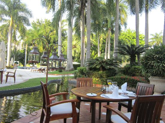 Casa Velas: The pool and tables, early morning