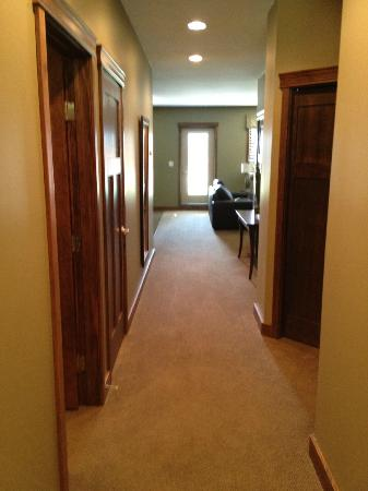 Bighorn Meadows Resort: Entrance in rm 714