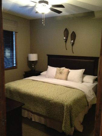 Bighorn Meadows Resort: 1st bedroom - rm 714