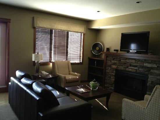 Bighorn Meadows Resort: Living Room rm 714