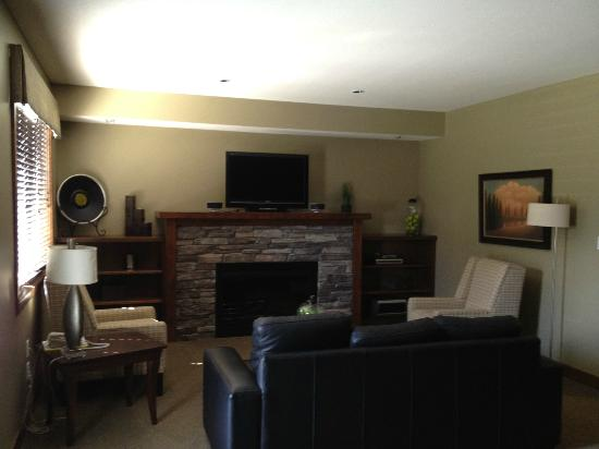 Bighorn Meadows Resort: Living Room - 714