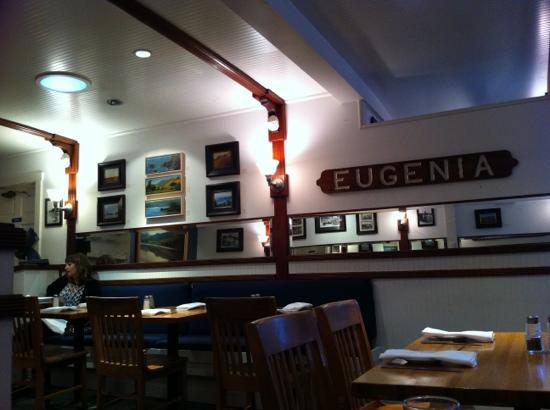 Sand Dollar Restaurant: indoors