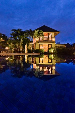 Villa Menari Bali: Villa Lambada across the pool
