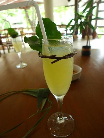 El Nido Resorts Lagen Island: Welcome touch: Refreshing Drink and handmade necklace