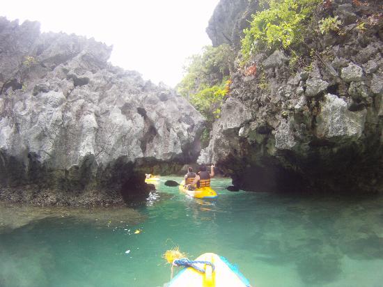 เอล นิโด รีสอร์ท ลาเกน ไอส์แลนด์: Tour of Small Lagoon on kayaks