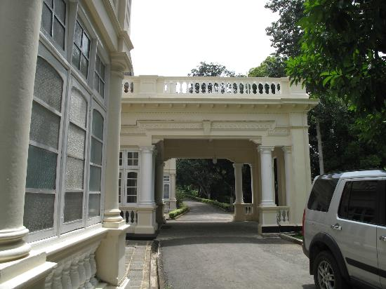 The Mansion: gate