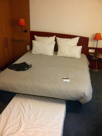 Novotel Suites Paris Nord 18eme: Double bed