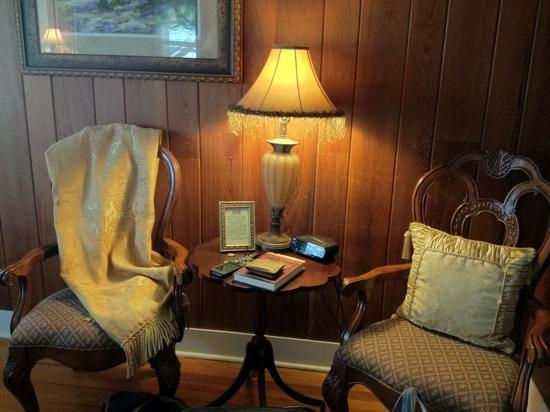 Beachfront Bed & Breakfast: books, videos, games abound
