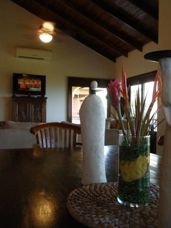 Mirador B&B: relaxing dining area.