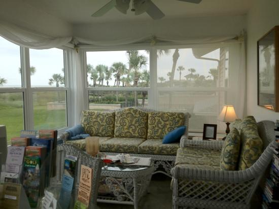 Beachfront Bed & Breakfast: shared Florida room for dining, hanging out