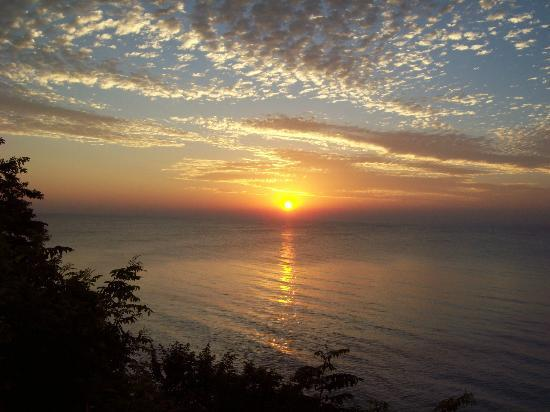 Lake Orchard Farm Retreat: Beautiful sunrise on Lake Michigan in July