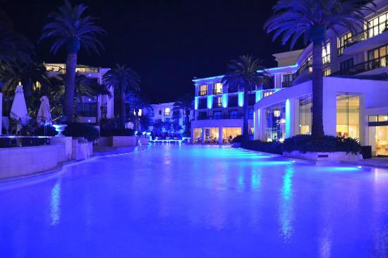 Palazzo Versace : Pool area at night