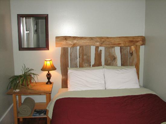 Tofino Trek Inn: Cedar Room