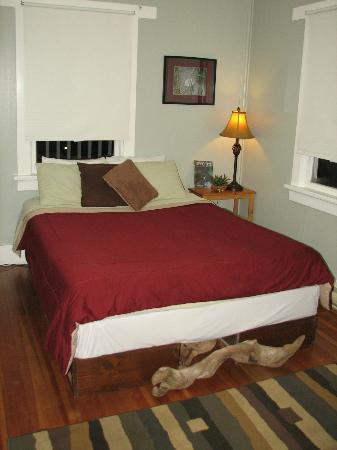 Tofino Trek Inn : Drift Wood Room