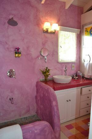 Mount Cinnamon Resort & Beach Club: One of the two colorful bathrooms