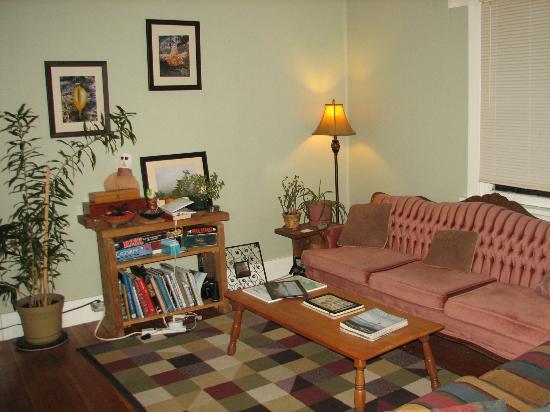 Tofino Trek Inn : Living Room