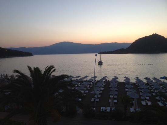 Kontes Beach Hotel: soluppgång , utsikt från Hotel rummet