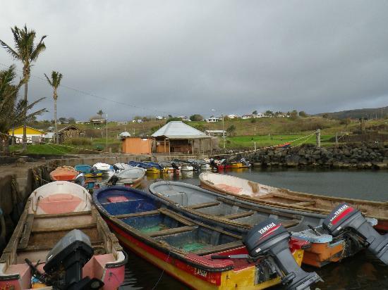 Tea Nui - Cabanas y Habitaciones: Nearby Hanga Roa harbor