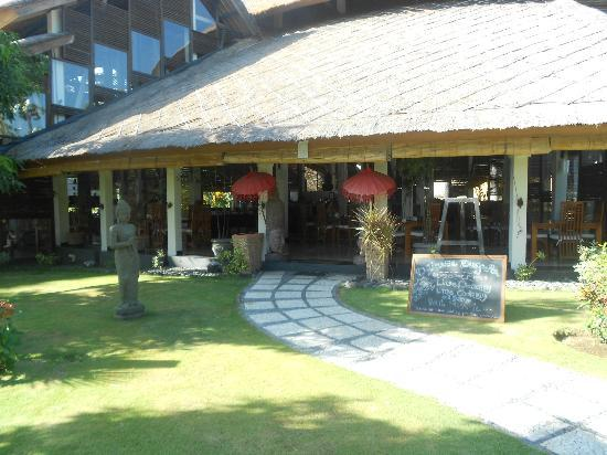 Siddhartha Ocean Front Resort & Spa: Eingang zum Restaurant