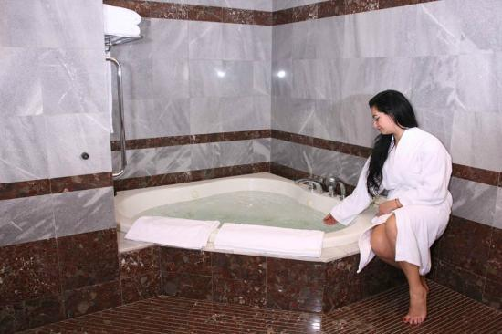 Le Commodore Hotel: Diplomatic Suite- Jaccuzi