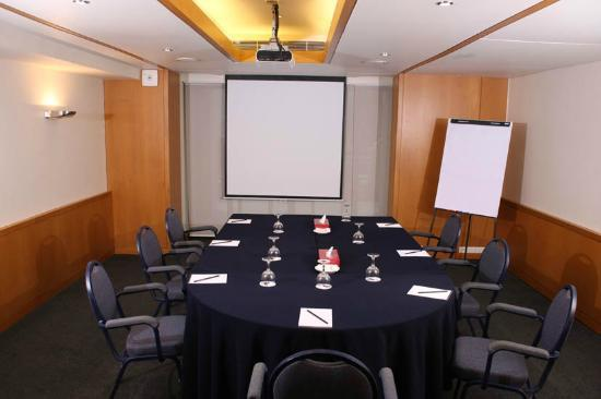 Le Commodore Hotel: Meeting Room