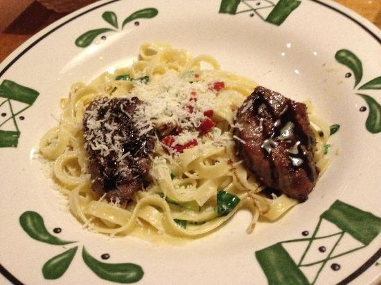 Steak gorgonzola alfredo metade picture of olive - Olive garden international drive orlando ...