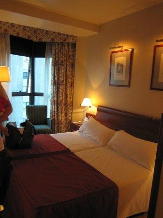 Tryp Gijon Rey Pelayo Hotel: vista habitacion