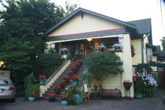 Clair's Bed & Breakfast: 'Clair's B&B