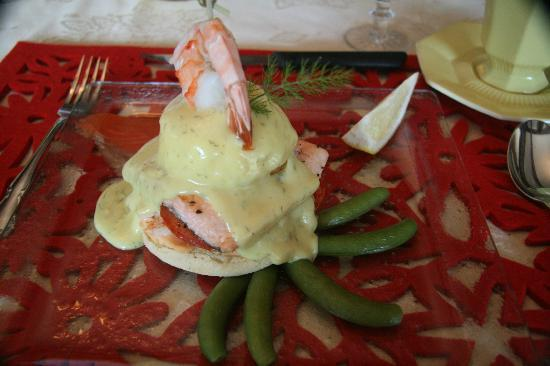 Clair's Bed & Breakfast: Salmon Benedict for breakfast, delicious