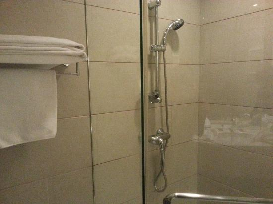 Zhong Tai Lai Hotel: the small shower room