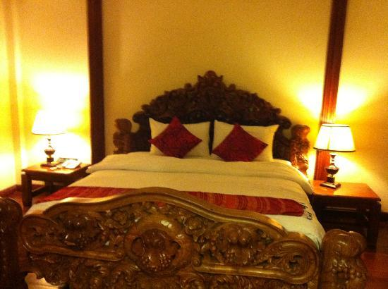 Royal Empire Hotel: bedroom