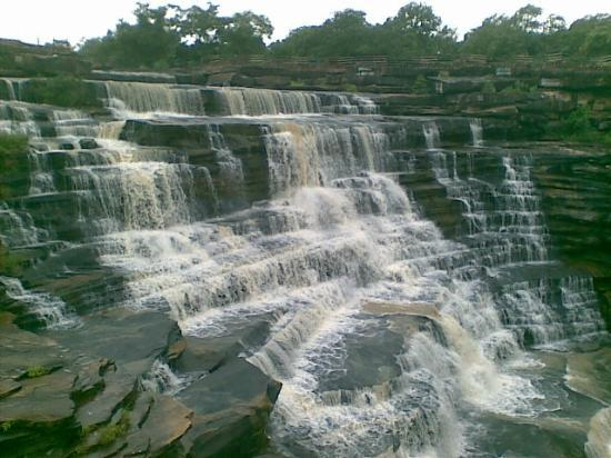 Варанаси, Индия: Waterfall about 35 kms away from Varanasi