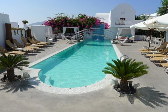 Aressana Spa Hotel and Suites: morning picture of the pool area.... peacefull...