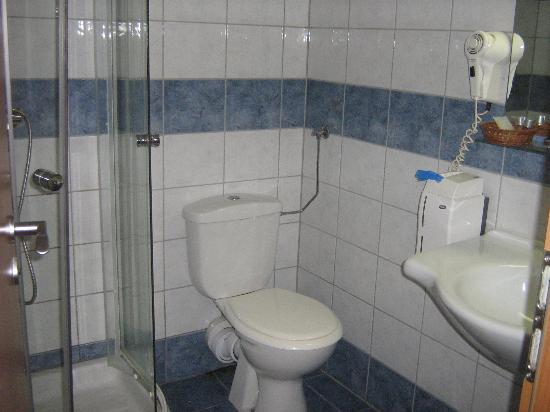 Veritas Hotel: Bathroom