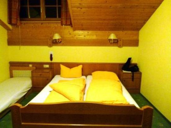 Hotel Klostertaler Hof: the bed