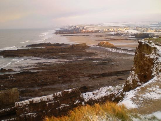 Geoclastica : Snowy view northward from Efford Cliff, Bude