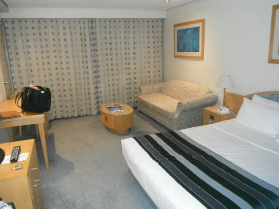 Coogee Sands Hotel & Apartments: Bedroom