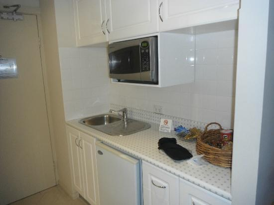 Coogee Sands Hotel & Apartments: Kitchen