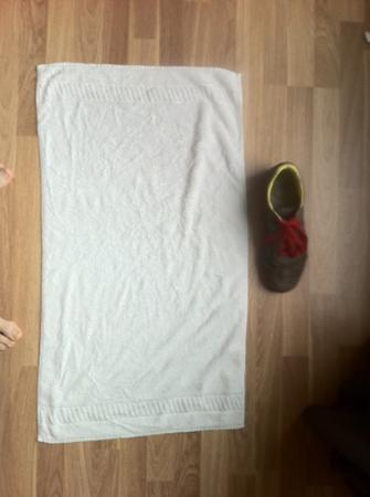 Staycity Aparthotels West End: this was the size of our towels @(40cmx70cm)